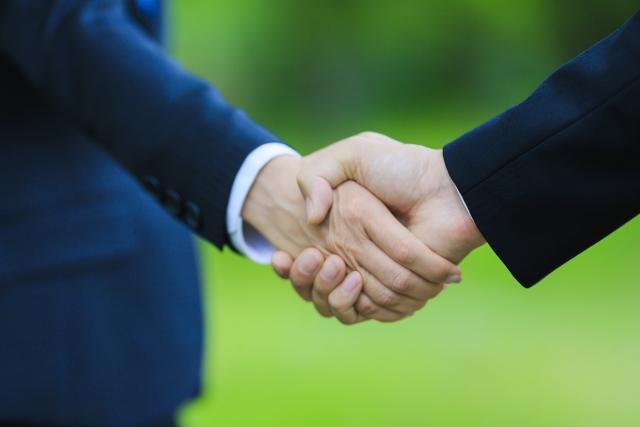 不動産クラウドファンディングの匿名組合契約と任意組合契約の違いを詳しく解説。匿名組合契約のサービスが多いのはなぜ?